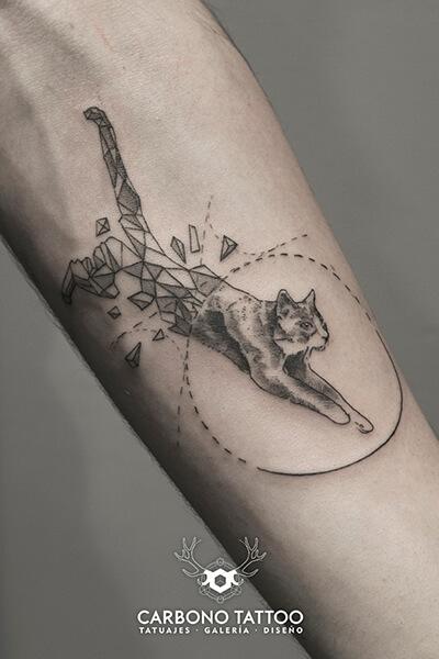 tatuaje-gato-saltando